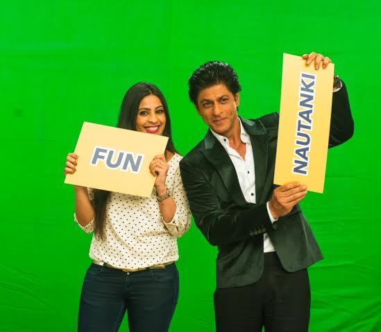 Shah Rukh Khan with Yaar Mera Superstar host Garima Kumar