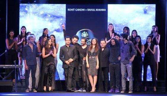 Showstopper Parineeti Chopra with Designers Rohit Gandhi Rahul Khanna at Blenders Pride Fashion Tour Mumbai.