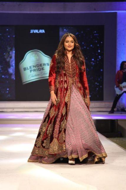 Showstopper Sonakshi Sinha at Blenders Pride Fashion Tour in Mumbai-