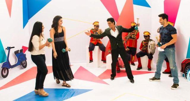Varun Dhawan, Kriti Sanon and Shah Rukh Khan with Yaar Mera Superstar's host Garima Kumar-