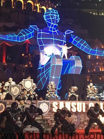 Varun Dhawan's spectacular and futuristic performace
