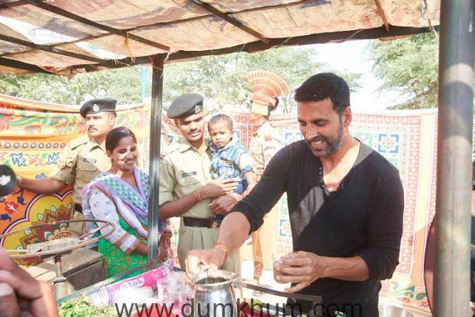 Akshay Kumar sells sugarcane juice for Mission Sapne