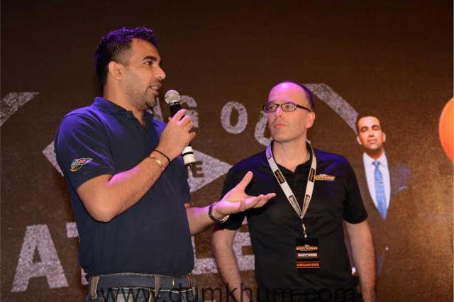 Cricketer Zaheer Khan and Nick Orton, C ... Fitness at the Body Power Expo '16.