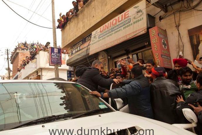Fans galore on Dangal sets-
