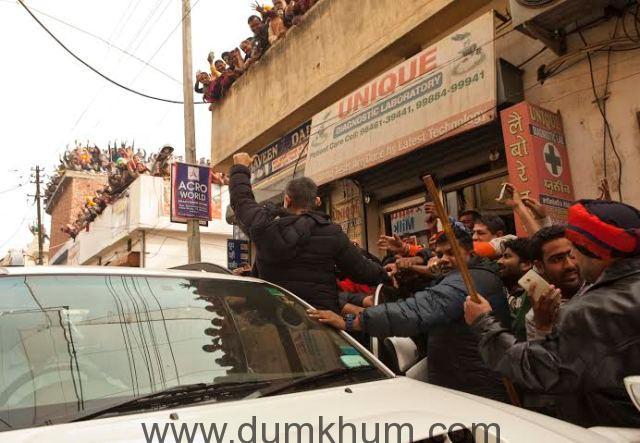 Fans galore on Dangal sets