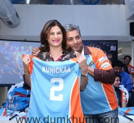 Kunicka Sadanand & Varun Badola @ th ... Anmol Ratn Team & Jersey launch