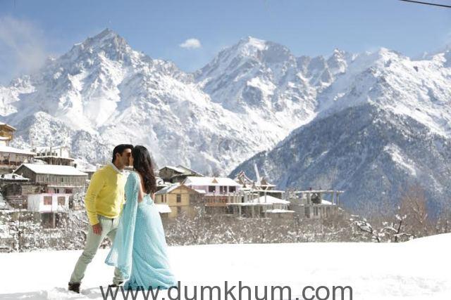 Pulkit Samrat & Yami Gautam turn up the heat on the sets of Sanam Re-