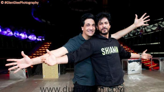 SRK Teaches Shiamak his Signature Dance Move