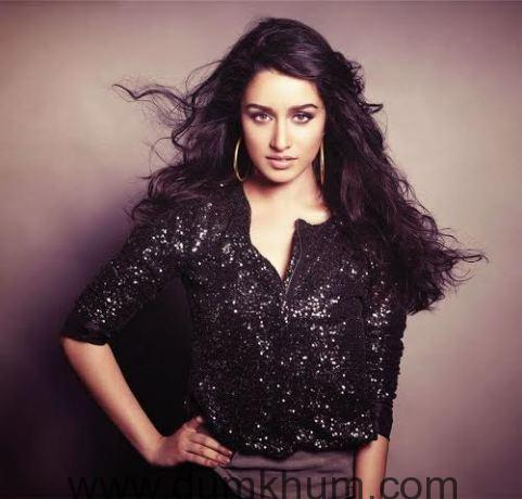 Shraddha Kapoor cheers her Rock On 2 team while shooting for Baaghi-