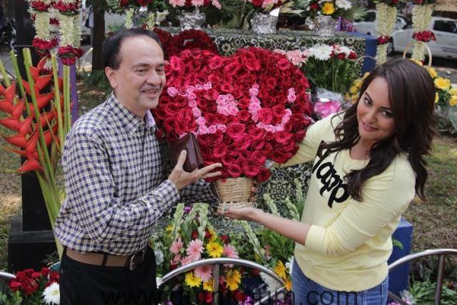 Sonakshi Sinha turns flower-seller for Mission Sapne