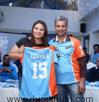 Tanya Abrol (Chak De India Fame) & V ... Anmol Ratn Team & Jersey launch.