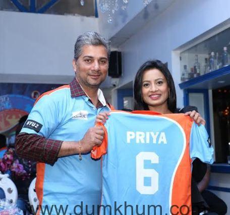 Varun Badola & Priya Shinde @ the Pune Anmol Ratn Team & Jersey launch.
