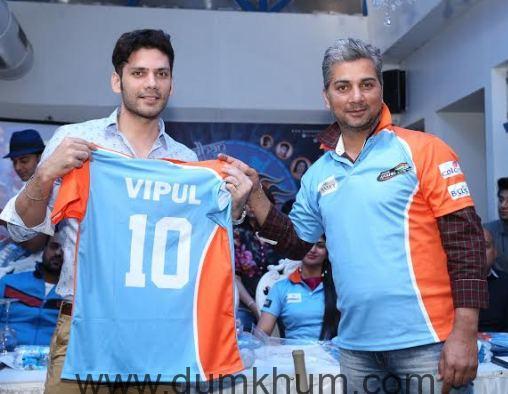Vipul Gupta & Varun Badola @ the Pune Anmol Ratn Team & Jersey launch