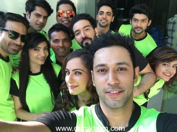 Ken Gosh directs Team Mumbai Tigers Anthem in Selfie mode