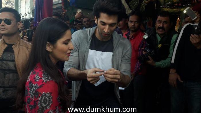 Aditya Roy Kapur and Katrina Kaif venture on a shopping spree at Delhi's Janpath Market-