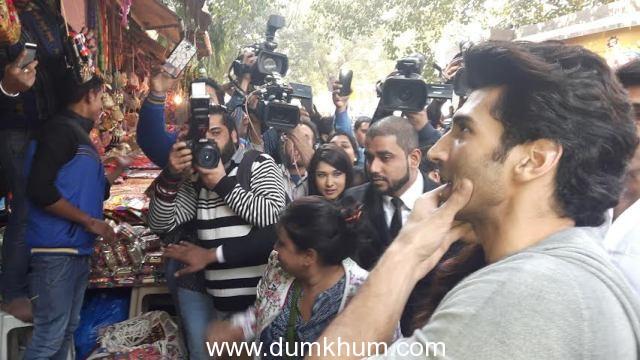 Aditya Roy Kapur and Katrina Kaif venture on a shopping spree at Delhi's Janpath Market--