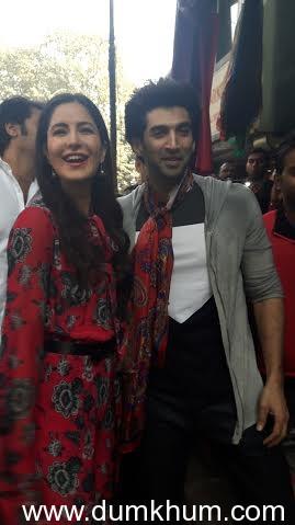 Aditya Roy Kapur and Katrina Kaif venture on a shopping spree at Delhi's Janpath Market.-4