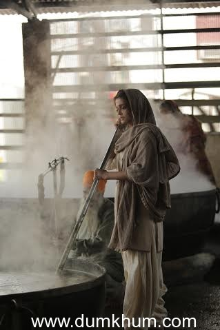 Aishwarya Rai Bachchan does seva at the Golden Temple