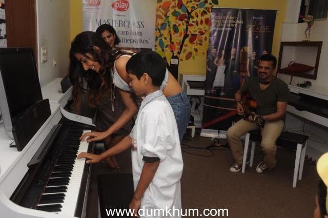 Monica Dogra and Ehsaan Noorani jam w ... nity and Furtados School of Music