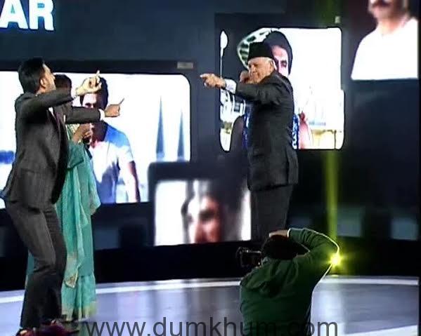 Ranveer Singh and Farooq Abdullah dancing a jig on stage