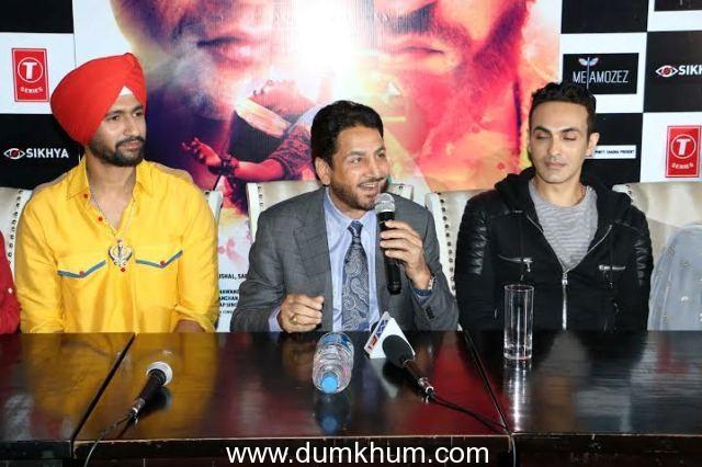 Vicky Kaushal's turban look in Zubaan's song 'Ajj Saanu O Mileya' is impressive! with Gurdas Mann-