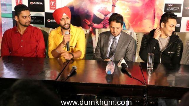 icky Vicky Kaushal's turban look in Zubaan's song 'Ajj Saanu O Mileya' is impressive! with Gurdas Mann