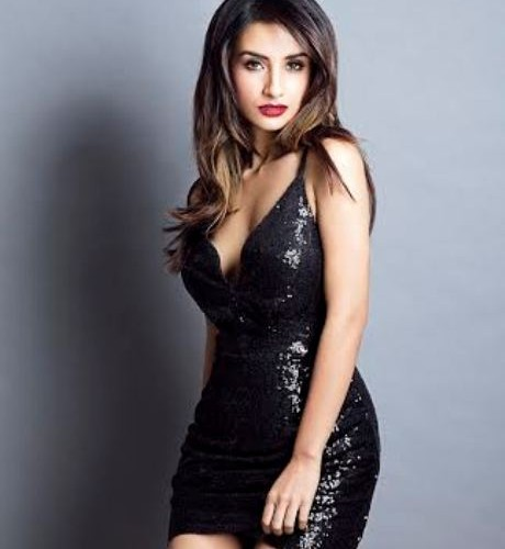Patralekha's sizzling makeover as a sexy seductress wows all!