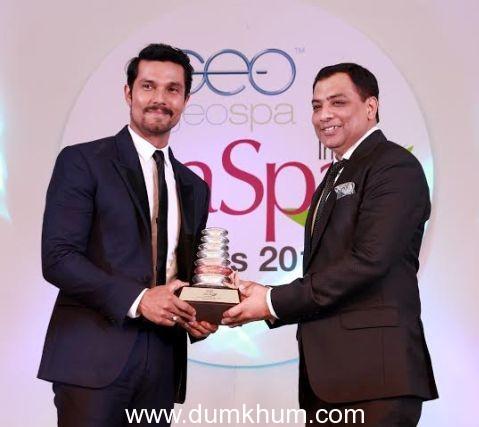 Randeep Hooda receiving GeoSpa AsiaS ... rom Pankaj Arora, MD, GeoSpa (1