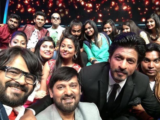 SRK & Pritam at Sa Re Ga Ma Pa 4