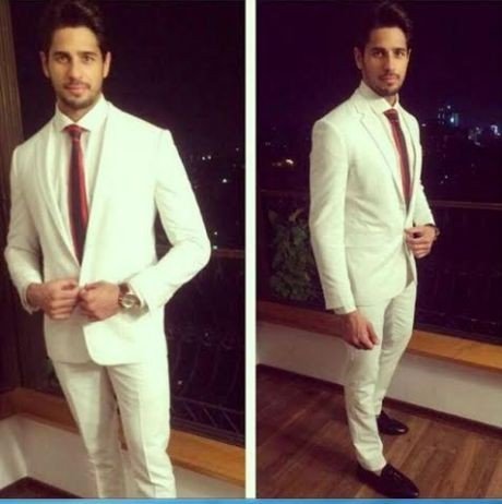 Sidharth's look justifies why he is the most stylish youth icon!