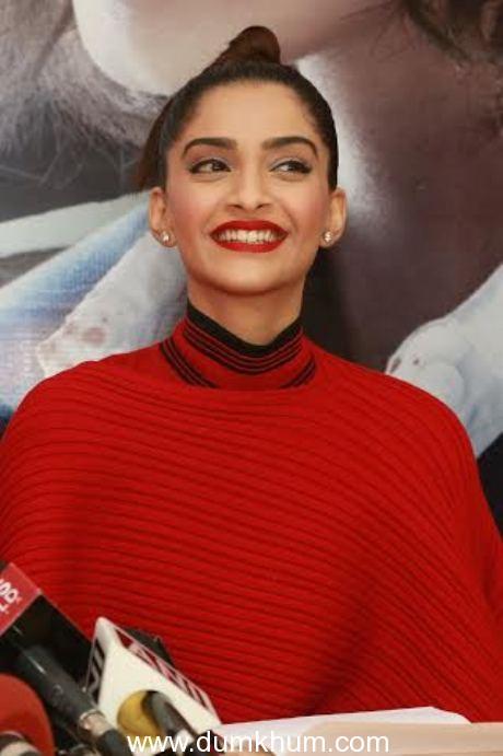 Moviegoers vote for Sonam Kapoor's performance in Neerja over Kangana's performance in Queen !