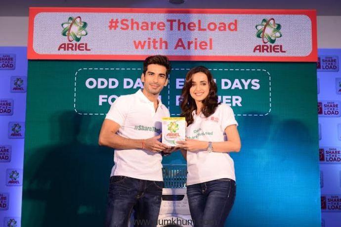Actress Sanaya Irani and Mohit Sehg ... e launch of Ariel's new Shar.-