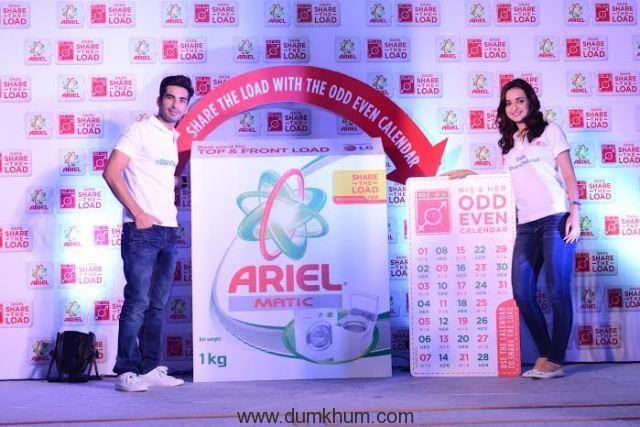 Actress Sanaya Irani and Mohit Sehg ... e launch of Ariel's new Shar.