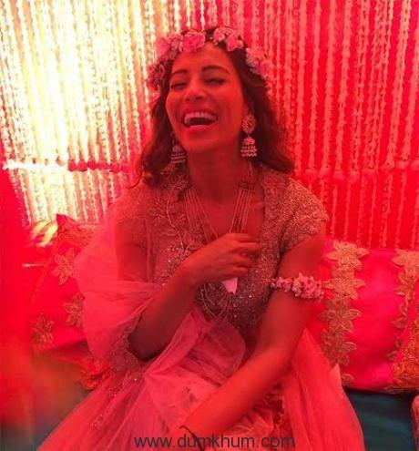 Bipasha Basu wears Jaipur Jewels for her Mehendi ceremony.