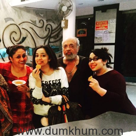 Nidhi Dutta seeks blessings for her next with her parents-