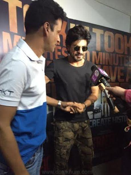 manoj bajpayee & Shah Rukh Khan