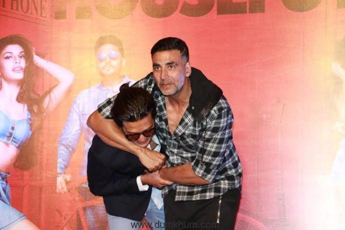 Akshay Kumar and Ritesh Deshmukh's camaraderie will surely leave you in splits!