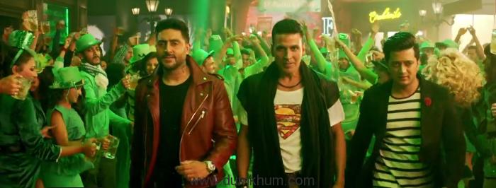 Akshay Kumar's return in party avatar, a superhit !