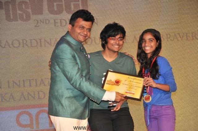 Aneel Murarka Awarding Robin Chaurasiya