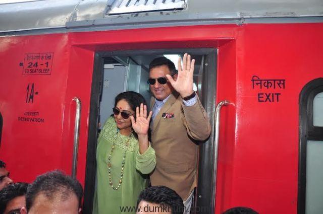 Bollywood Actor Boman Irani and Director Meghna Gulzar receive India's 1st ever family food train - Kurkure Family Express in Mumbai-1