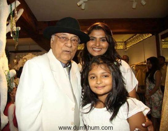 Jyoti Mukerji Father & her kid Myssa.