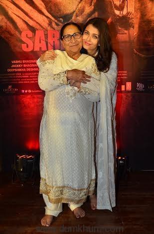 Real Dalbir Kaur with Reel Dalbir Kaur(Aishwarya Rai Bachchan) (1).