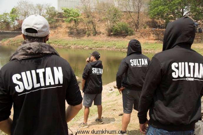 Sultan' Salman Khan Gets Everyone in Hoodie Mode!