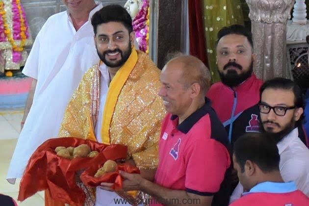 Abhishek Bachchan and the Jaipur Pink Panthers visit Moti Dungri Ganesh in Jaipur