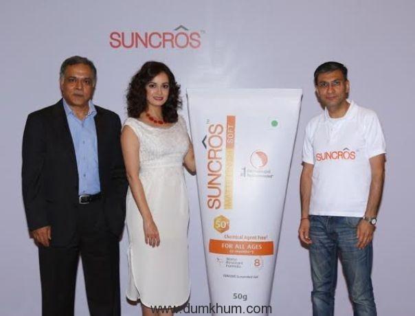 Mr Subodh Marwah, Business Head - Global Consumer Healthcare, Mr Abhay Gandhi, CEO - India Business, Sun Pharma & Dia Mirza at the launch of Suncros.