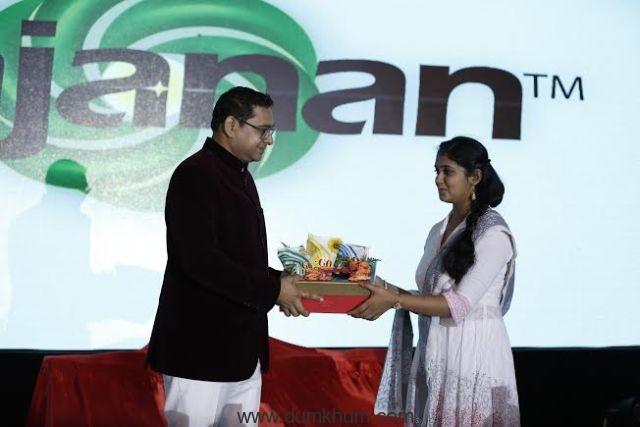 Mr. Nitin Jadhav, Chairman & MD, Gajanan Group of Companies and Ms.Rinku Rajguru-