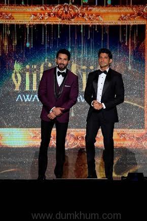 The star-studded IIFA Awards 201 ... arhan Akhtar & Shahid Kapoor