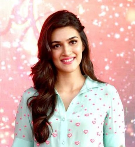 Kriti Sanon beating the cold shooting in freezing Budapest !