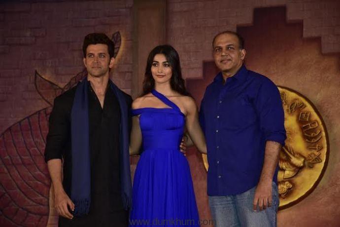 Hrithik Roshan introduces his Mohenjo Daro co-star Pooja Hegde.