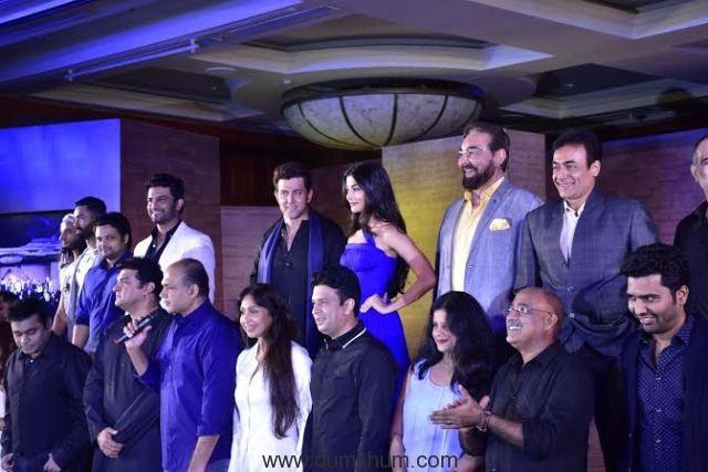 Ashutosh Gowariker with his crew-